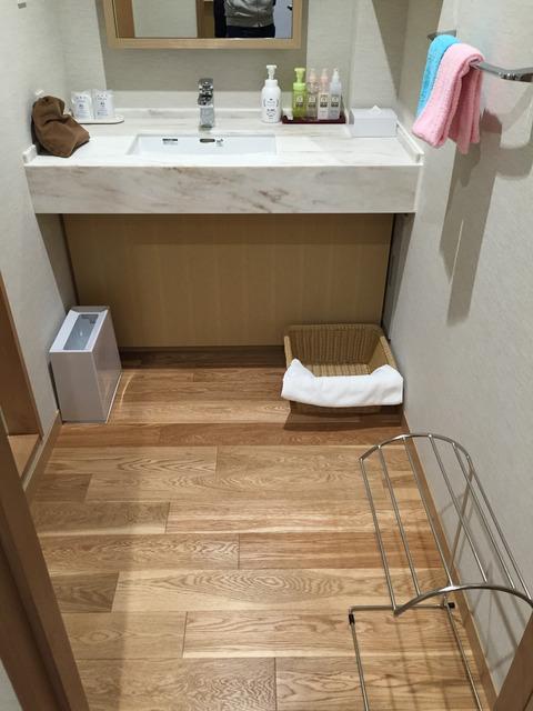 トスラブ館山ルアーナ客室化粧室
